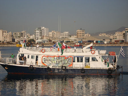 Gazabat omringad av israeliska fartyg