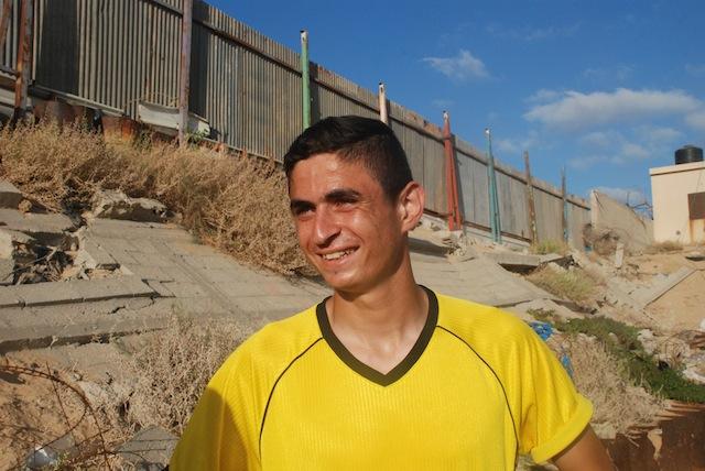 "Tränaren presenterade Tareq, en lovande anfallare, som ""Gazas Zlatan""."