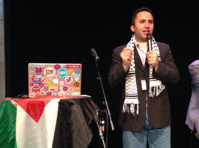 Det var fullsatt när Issa Amro talade om situationen i Hebron med militanta israeliska bosättare som intagit staden och skyddas av militären.