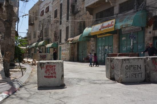 Läs om kampanjen Open Shuhada Street: http://www.youthagainstsettlements.org